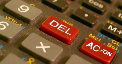 znak dzielenia na klawiaturze komputera