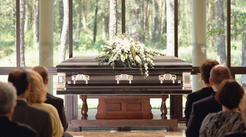 jak się ubrać na pogrzeb